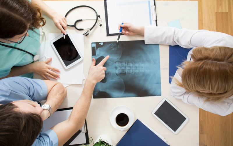Risk of hip fracture rises in decade following total knee replacement