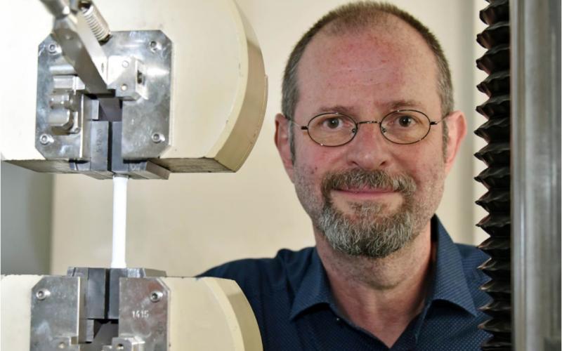 Scientists develop self-healing bone cement
