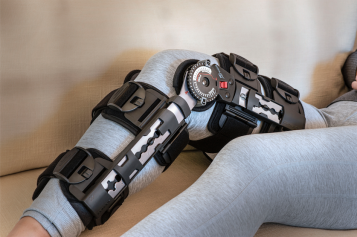 Come back strong with the DonJoy® X-ROM™ post-op knee brace